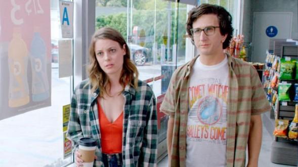 """Der Anfang einer großen Liebe - oder auch nicht: Szene aus """"Love"""" (Netflix)"""