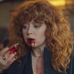 """Szene aus """"Matrjoschka"""": Nadia im zweiten Teil der Netflix-Serie, als ihr die Ursache ihres Schicksals zumindest dämmert"""