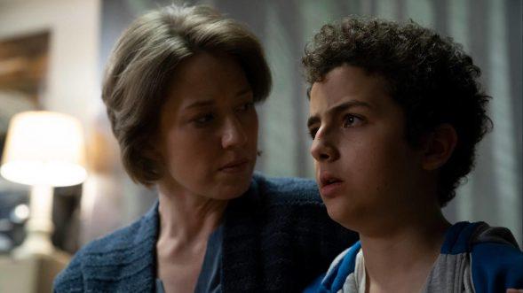 """Eine Szene, deren erklärende Bildunterschrift der Rollen schon zu viel verraten würde: Carrie Coon und Elisha Henig in der zweiten Staffel """"The Sinner"""" (Foto: Netflix)"""